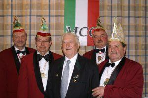 Die geehrten Gründungsmitglieder Robert Leicht und Martin Rudel, umrahmt vom 2. Vorsitzenden Hans-Werner Müller, Schatzmeister Thomas Nickoleit und Sitzungspräsident Erhard Hippacher (von links)