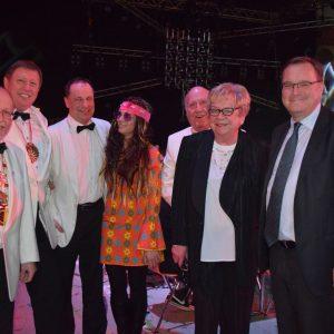 OB Andreas Starke war erstmals Gast bei der MCC-Gala. Hier mit Vertretern des BRK-Elferrats aus Bamberg
