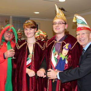 Prinzenpaar mit Hofnarr und Bürgermeister Gerd Schneider