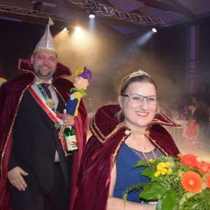 Das neue MCC-Prinzenpaar Swen-Christian I. und Lisanna I. präsentiert sich seinem närrischen Volk