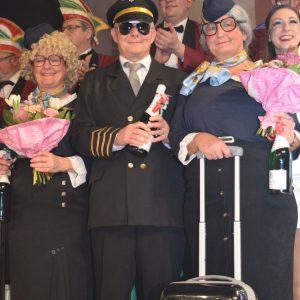 Die Dorfraatsch´n  mit ihrem Flugkapitän (v.l.: Claudia Gunzelmann, Georg Hofmann, Gerda Hofmann)