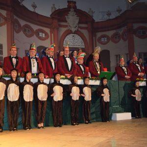 Das Sitzungspräsidium um Präsident Hans-Werner Müller mit den Bambinis im Vordergrund