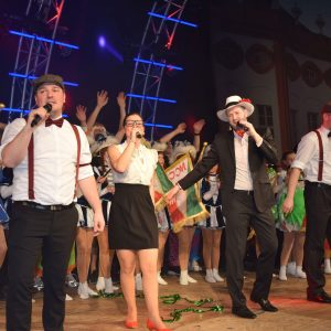 """""""Rot-Weiß und Grün"""" – die Mafia Singers stimmen im Finale die MCC-Hymne an und alle singen mit"""