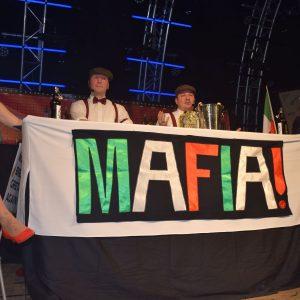 Die Mafia am Biertresen in ihrer eigenen Kneipe (v.l.: Anna Nickoleit, Thomas Müller, Florian Nickoleit, Christopher Müller)