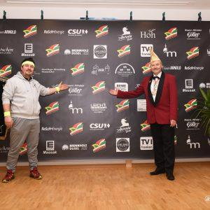 Vorstand Florian Nickoleit und Sitzungspräsident Hans-Werner Müller bedanken sich bei den Sponsoren